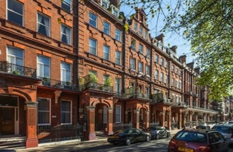 Unmodernised Super-prime Cadogan Square first floor apartment