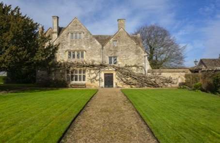 Listed Wiltshire manor house for those 'uncoupling' from London