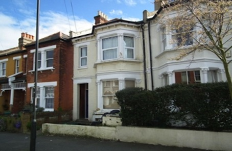 Promising but short lease Sydenham flat seeks cash buyers
