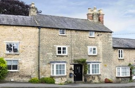 Listed cottage in authentic off the beaten track Cotswold village