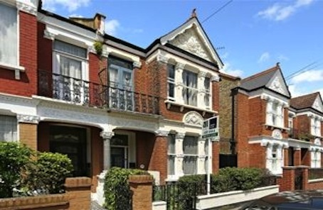 Lifestyle location and period details feature in Fulham