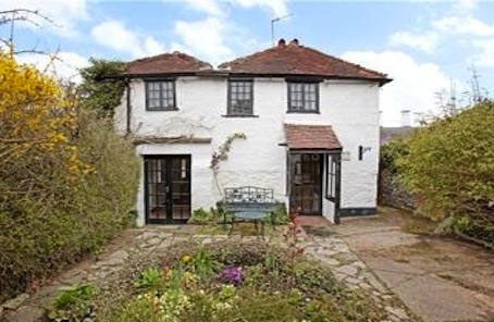 Go for fisherman's shabby-chic in Henley-on-Thames cottage